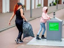 Hulp met vuilniszak op basis vertrouwen in Apeldoorn