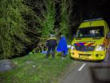 Hulpdiensten halen man uit water in Oudenbosch na val uit rubber bootje