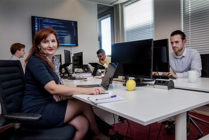 Valeria Terlita zette haar cv online en zat binnen een paar dagen aan tafel bij IT-bedrijf QNH, het bedrijf waar ze nu werkt.