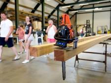 Bezoekers nemen afscheid van molenmakerij