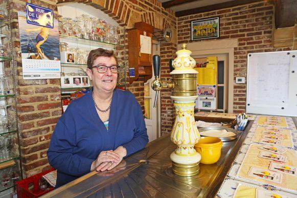 Cafébazin Nelly Demartin staat al 30 jaar achter haar toog in de Daalstraat.