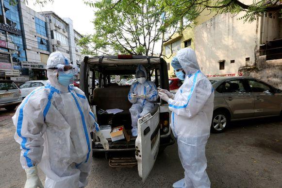 Gezondheidsmedewerkers in Bhopal, India. Het aantal besmettingen in het land is opgelopen tot 625.000.