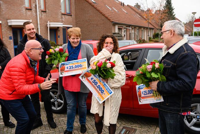 Gaston Starreveld maakt inwoners van Wijchen blij met hun prijzen.
