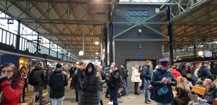 Drukte op station Eindhoven neemt inmiddels weer af, na de storing.