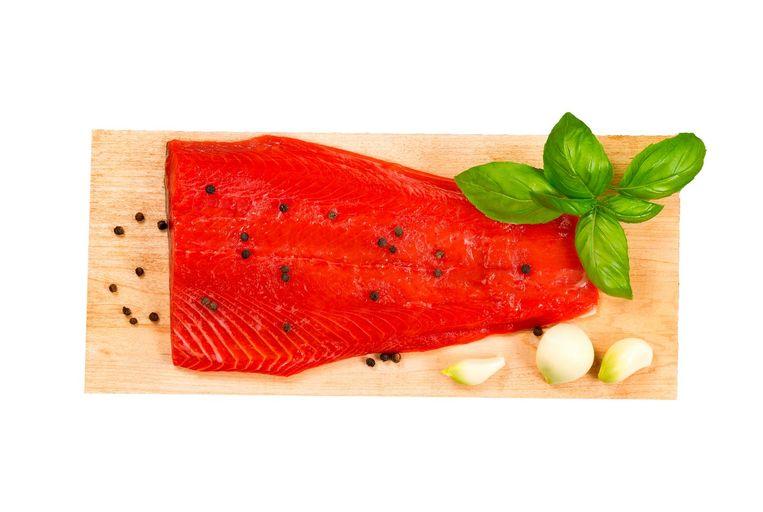 aal gemarineerde groente, vlees of vis een halfuur voor gebruik uit de koelkast en zet ze op een koele plek Beeld -