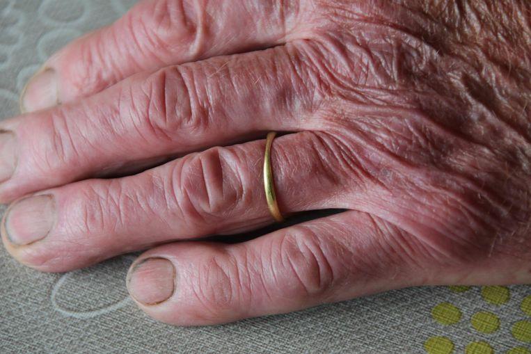 De ring zit voortaan weer vast rond de vinger van Robert.