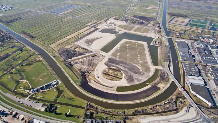 Luchtfoto van Westergouwe in 2015. Uiteindelijk zal hier een hele nieuwbouwwijk verrijzen.