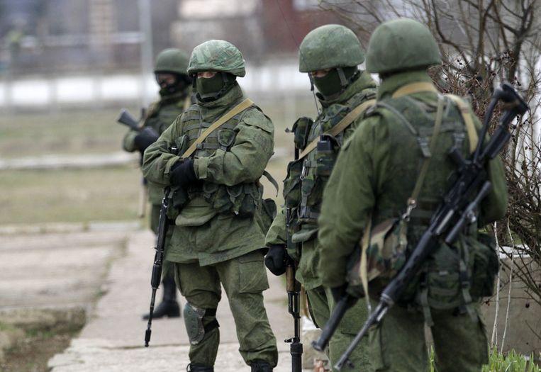 Russische soldaten bij de Oekraïense basis in Privolnoje. Beeld ap