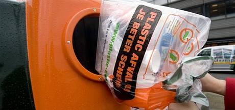 In najaar oranje afvalcontainer in Haaksbergen