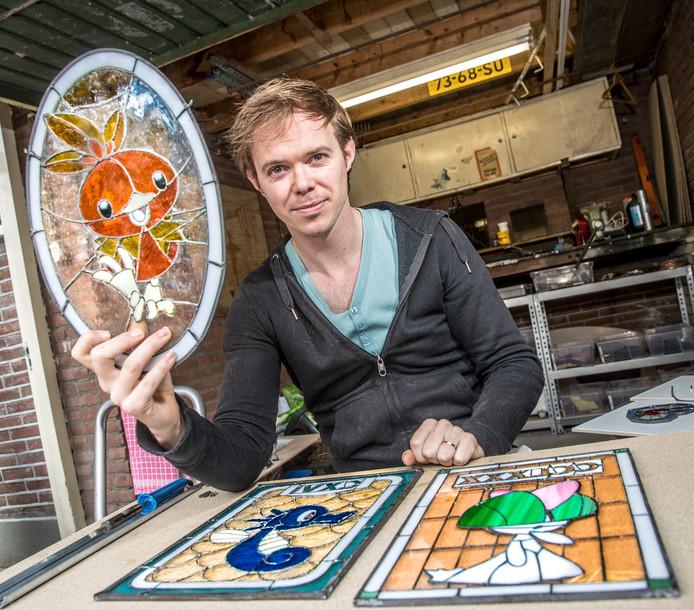 Arjan Boeve maakt Pokémon glas in lood ramen Hij verkoopt ze over de hele wereld.
