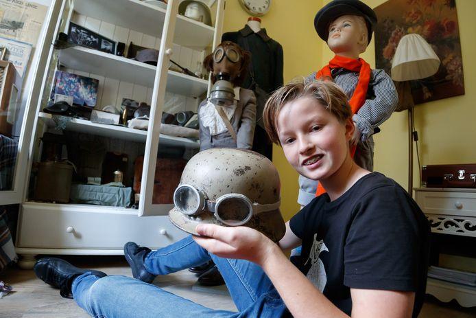 De verzameling objecten van Geert van der List (13) verhuizen van zijn slaapkamer naar een expositie in het gemeentehuis.