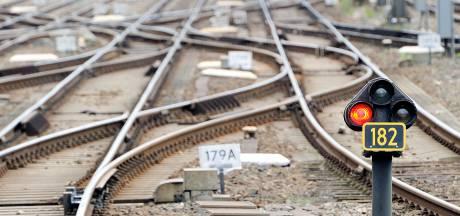Werkzaamheden aan spoor in Nijkerk lopen uit: ook morgen lange tijd vertraging tussen Zwolle en Amersfoort