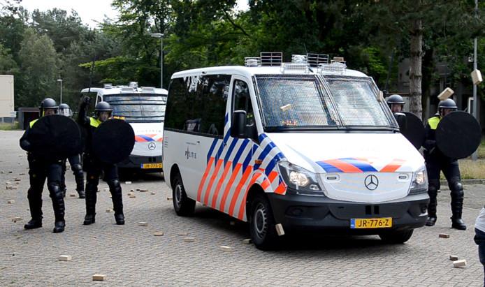 De nieuwe ME-bus tijdens de presentatie in Ossendrecht.