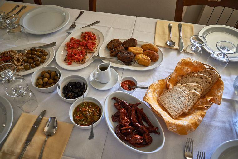 Lunch met streekproducten. Beeld Theo Stielstra