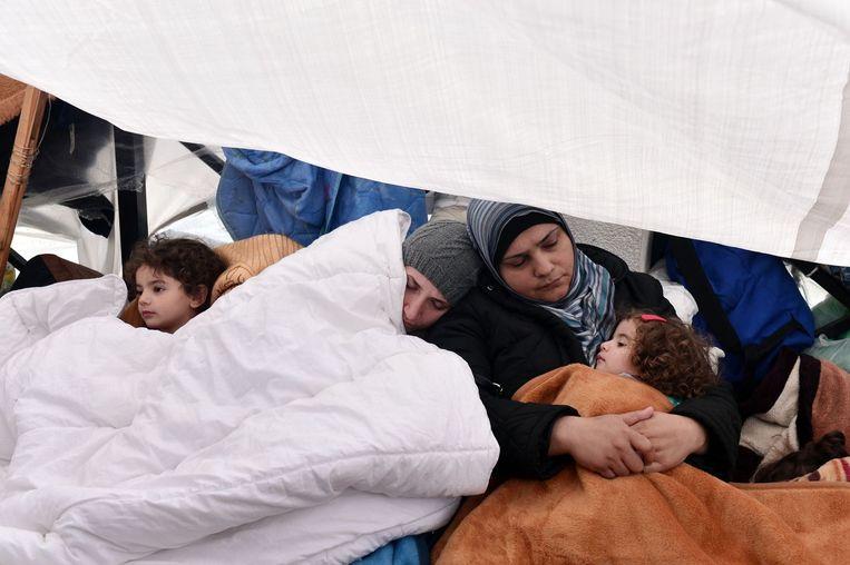 Syrische vluchtelingen in Athene wachten tot ze verder kunnen trekken naar andere Europese landen. Beeld null