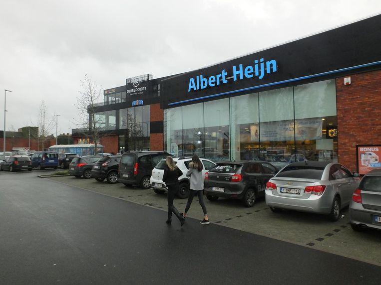 Blok A met Albert Heijn staat er volgens enkele buurtbewoners onwettig. Volgens Driespoort is de volledige site vergund.