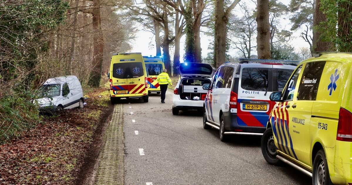 Wandelaar overleden bij ernstig ongeval in Weerselo; automobilist aangehouden.