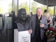 FC-fans bedanken clubeigenaar Van Seumeren met borstbeeld