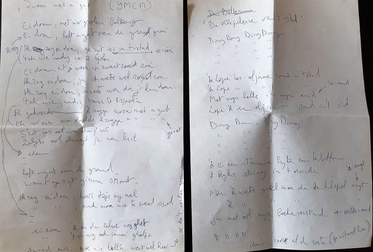 De teksten met (links) 'Zwoai met u Gat' en (rechts) 'de Klepeleire van 't Stad'.