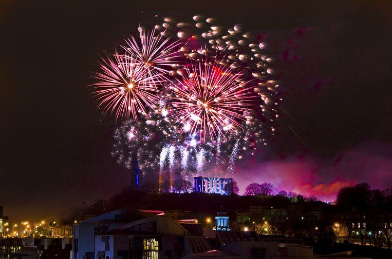 De vuurwerkshow tijdens de driedaagse Hogmanay feesten in Edinburgh Beeld Grant Ritchie