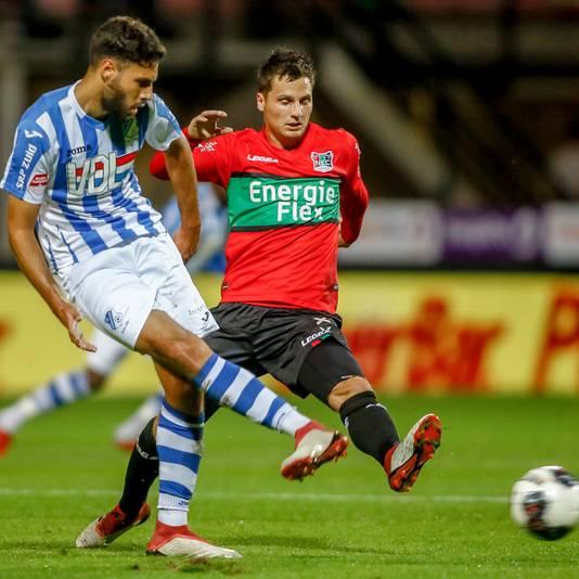 NEC'er Tom Overtoom in de wedstrijd tegen FC Eindhoven in een shirt met de naam EnergieFlex.