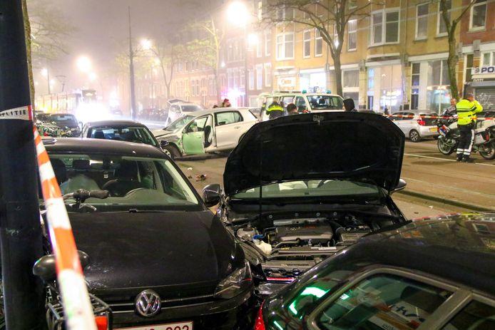 Een auto die uit de Jagerstraat kwam en de Vierambachtsstraat wilde oprijden zag de andere auto waarschijnlijk over het hoofd.