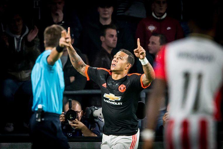 Depay viert de goal tegen zijn oude club. Beeld epa