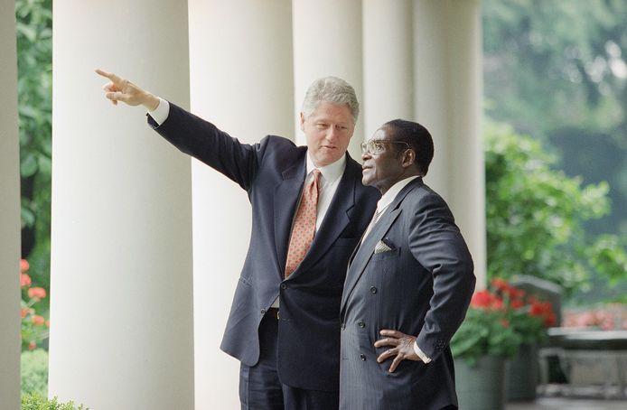 Robert Mugabe met toenmalig Amerikaans president Bill Clinton in 1995.