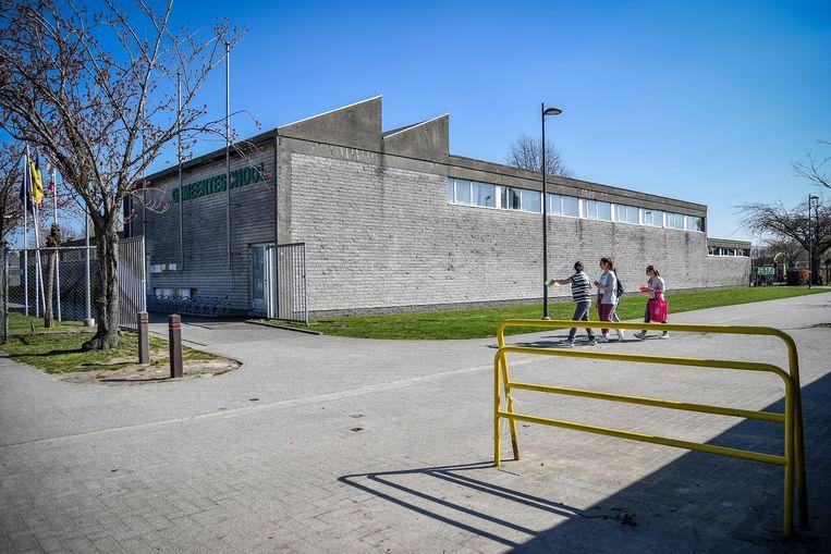 Het gebouw van de gemeenteschool dateert uit de jaren zeventig.