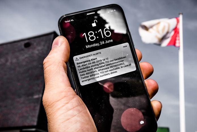 Een NLAlert melding op een mobiele telefoon vanwege een landelijke storing op het noodnummer 112.
