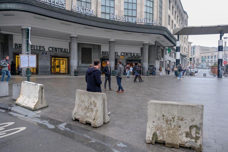 Nu staan er nog betonblokken aan het Centraal Station