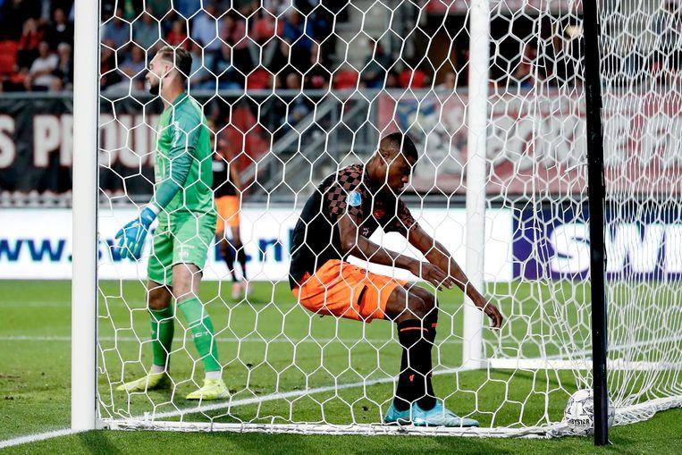 PSV'er Denzel Dumfries viert de 1-1 tegen FC Twente. Beeld BSR Agency
