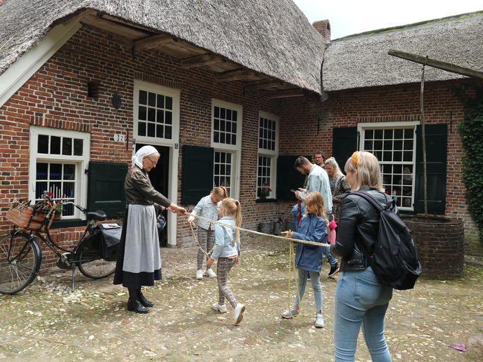 Oude ambachten bij Erve Kots in Lievelde.