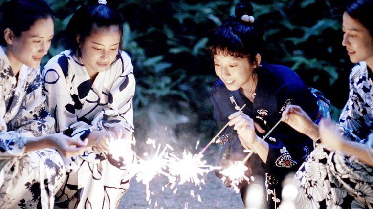 Beeld uit Our Little Sister van Hirokazu Kore-eda. Beeld