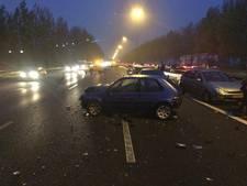 Drie kettingbotsingen met 21 auto's zorgen voor megafiles
