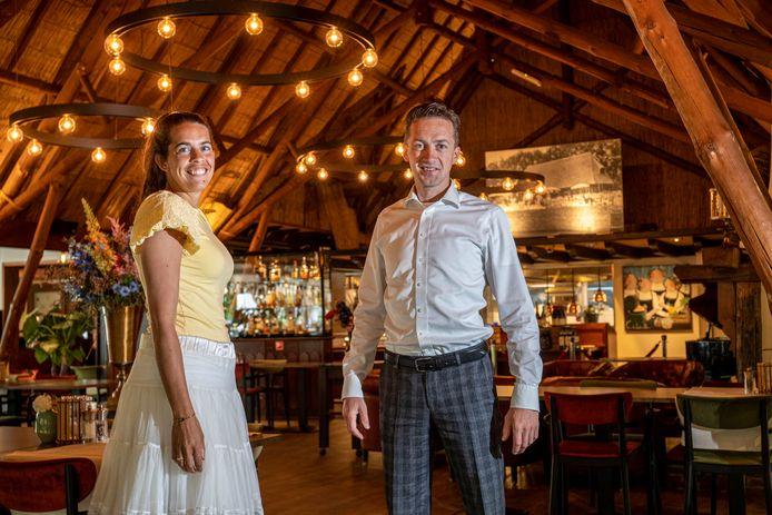 Ko en Corine Bostelaar in hun restaurant.