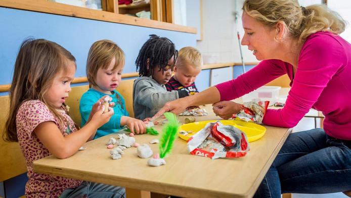 Ouders met kinderen op dagverblijven zijn volgend jaar honderden euro's meer kwijt.