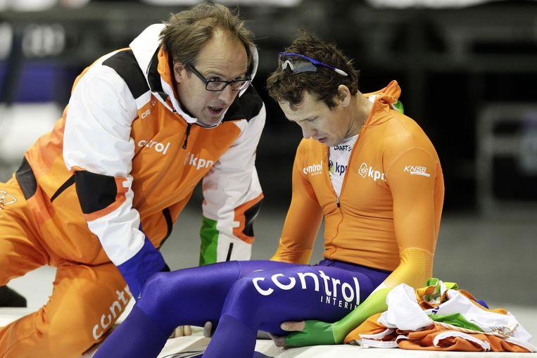 coach Jac Orie (l.) ontfermt zich over Stefan Groothuis. Beeld ANP