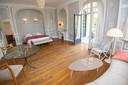 Les chambres des Sorbiers sont décorées avec goût par la décoratrice qui travaille sur le prochain volet de James Bond.