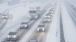Ook Nederland adviseert om weg te blijven uit het verkeer