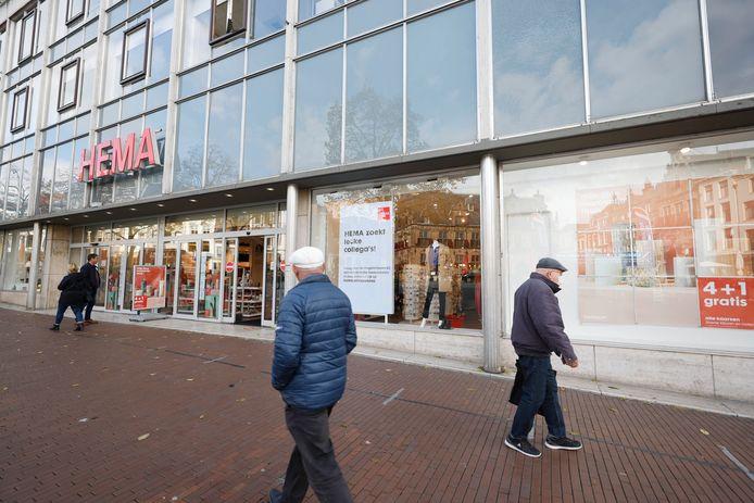 Spiegeling van oud Nijmegen in naoorlogse HEMA op de Grote Markt.