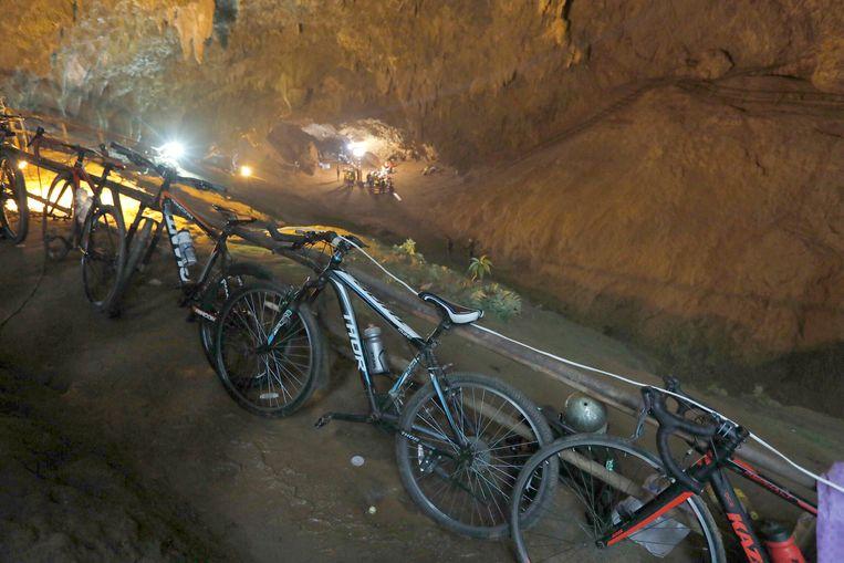 De fietsen van de tieners werden negen dagen geleden teruggevonden aan de ingang van de grot.