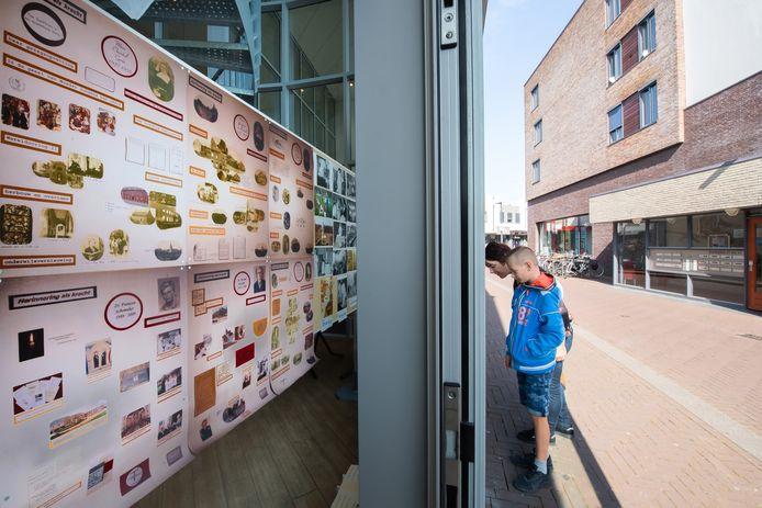 De tentoonstelling is coronaproof te bewonderen in de etalage van de exporuimte.