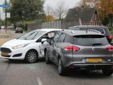 Auto's botsen tegen elkaar in Rijssen