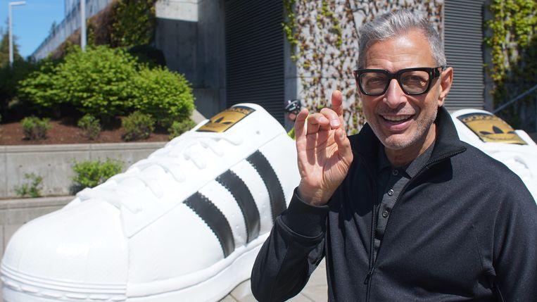 Jeff Goldblum onderzoekt allerlei alledaagse fenomenen. Zoals dure sneakers en roomijssmaken.