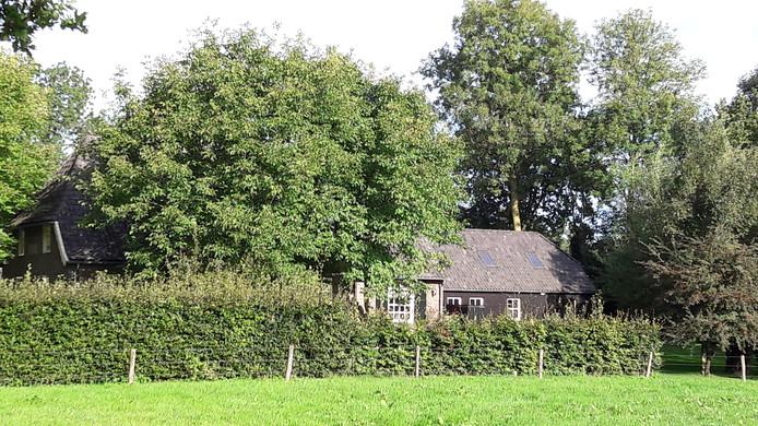 Het Oude Mannengasthuis in Esch bij de Essche Stroom waar het vroegere insteekhaventje terugkeert.