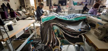 Twents Sheltersuit komt tijdelijk met zomers 'daklozenpak'