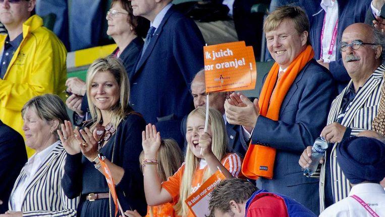 Het koningspaar woont de finale van het WK Hockey bij samen met de prinsesjes Beeld anp