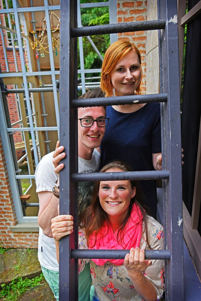 Nieuwenhuis en Anne-Sophie Spaargaren (roze sjaal).