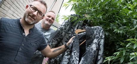 Zangduo hangt hun Feestlift-pak in de wilgen, afscheidsconcert in Wijhes café